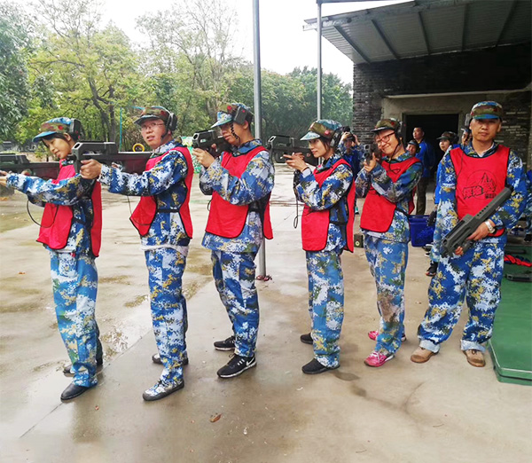 Outdoor training of Paintball
